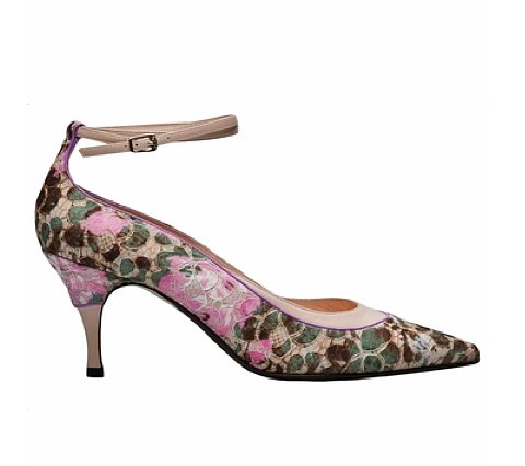 The ladylike set will find exactly what they're looking for in this No. 21 lace kitten heel ($394, originally $789), which fuses floral embroidery, lace, and an unassuming height perfectly.