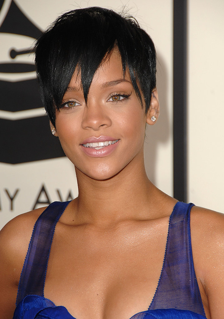 At the 2008 Grammys, Rihanna went for an even shorter pixie style. And to complement her dark hair, she