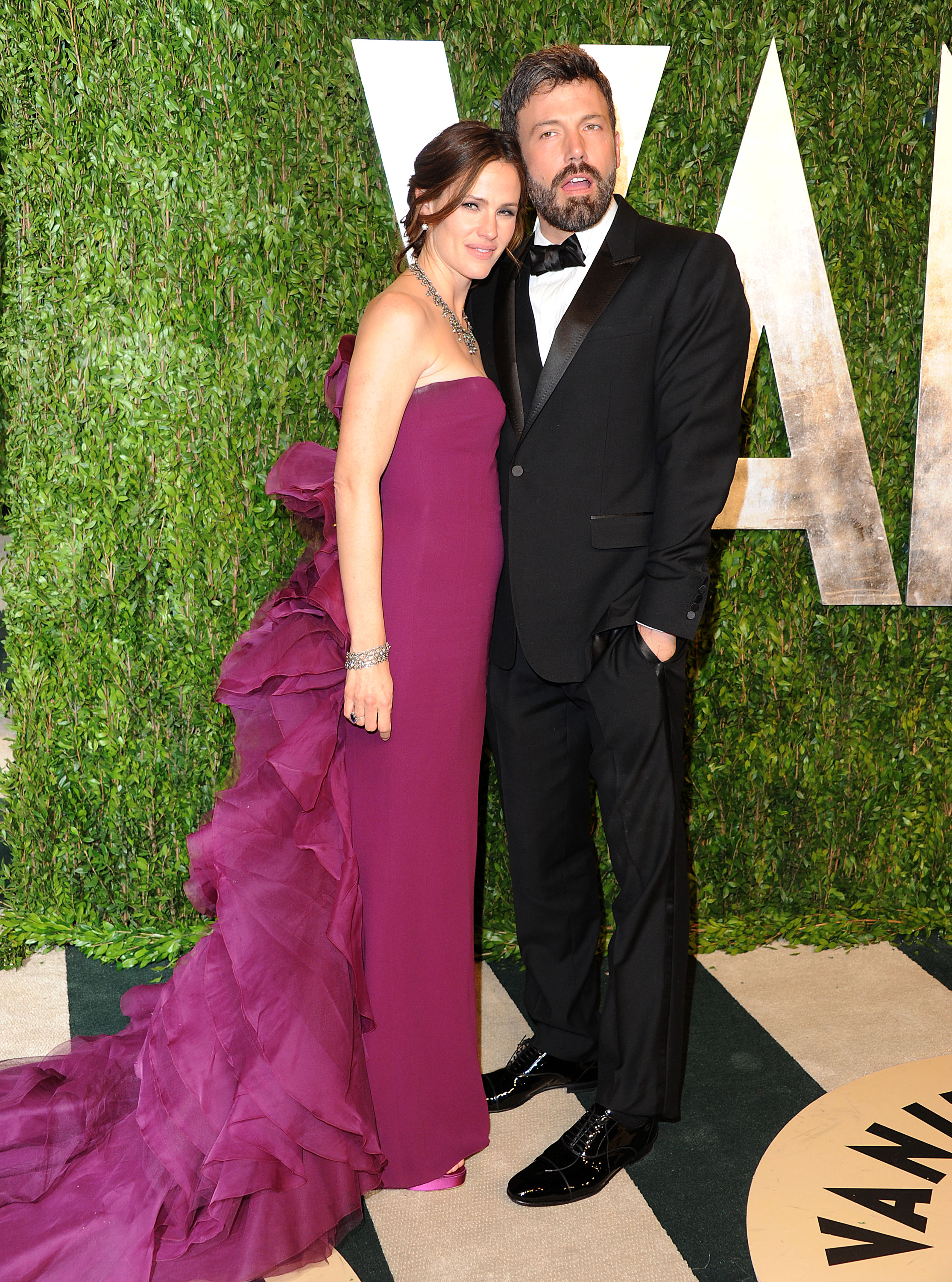 Jennifer Garner cozied up to Ben Affleck on the red carpet.