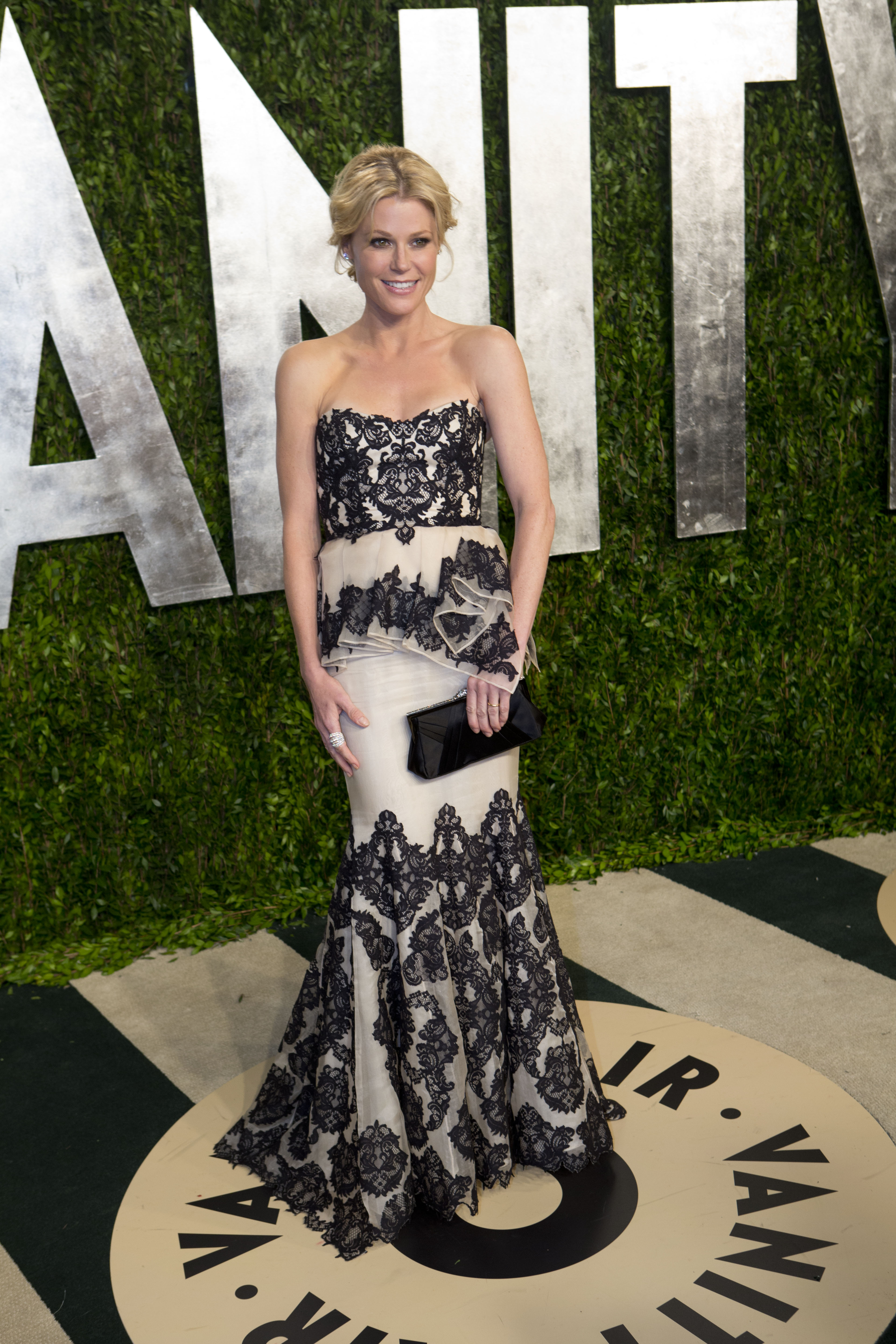 Julie Bowen arrived at the Vanity Fair Oscar party.