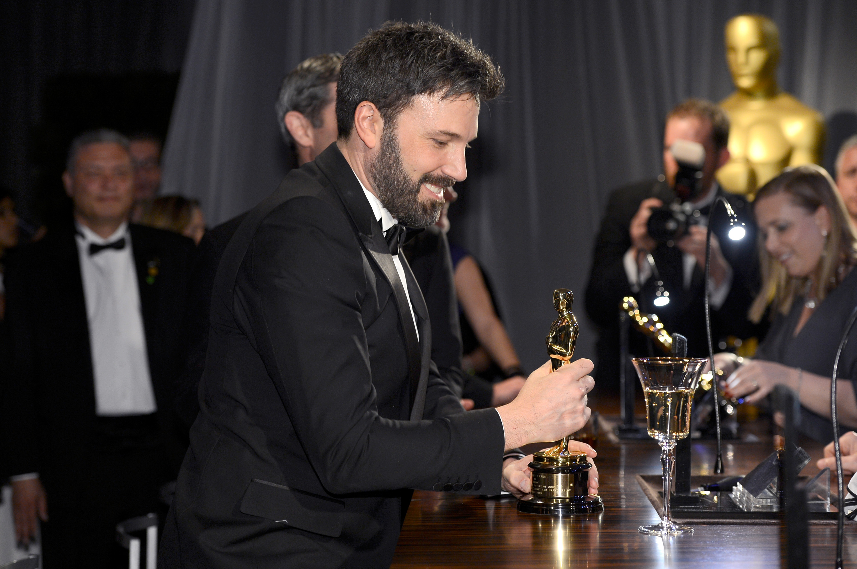 Ben Affleck took a good look at his Oscar during the Governors Ball.