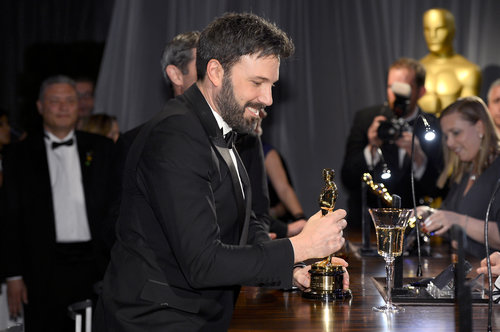 Ben Affleck took a good look at his Oscar at the engraving station during the Governors Ball.