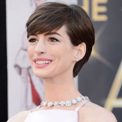 Pictures of Anne Hathaway at the 2013 Oscars