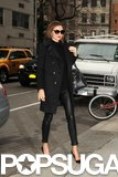 Miranda Kerr wore an all-black outfit while walking in NYC.