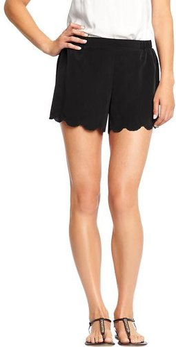 Women&#039;s Crepe Scalloped-Hem Shorts (3&quot;)
