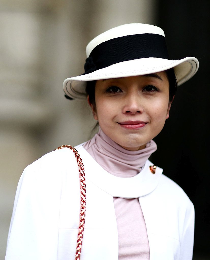 A chic, nautical hat completed this ladylike look.