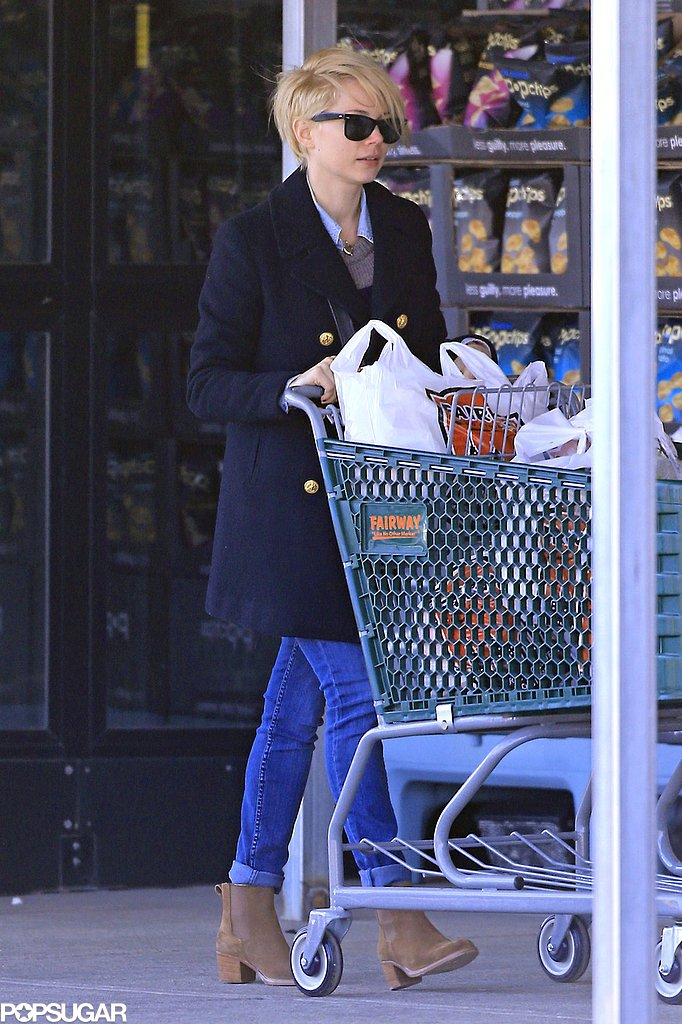 Michelle Williams did some grocery shopping in Brooklyn, NY.