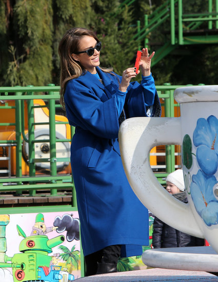 Jessica Alba snapped pictures of her daughter Honor as she got into the teacups at a Parisian amusement park.