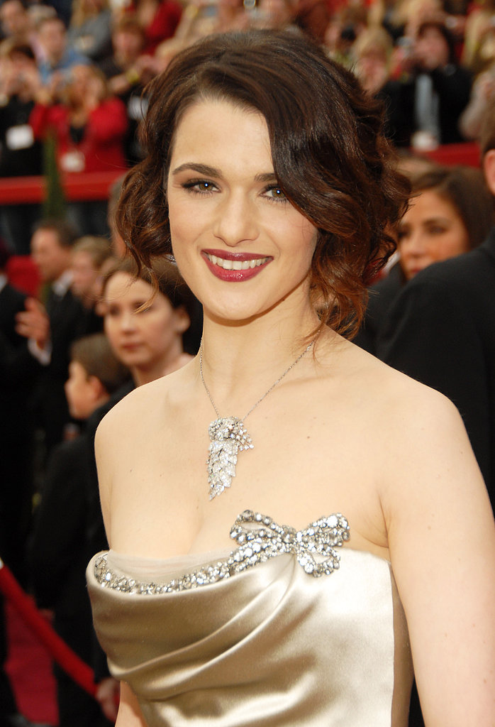 At the 2007 Academy Awards, the actress went for full-on glamour with a silky dress, eye-catching jewels, and classic hair and makeup.
