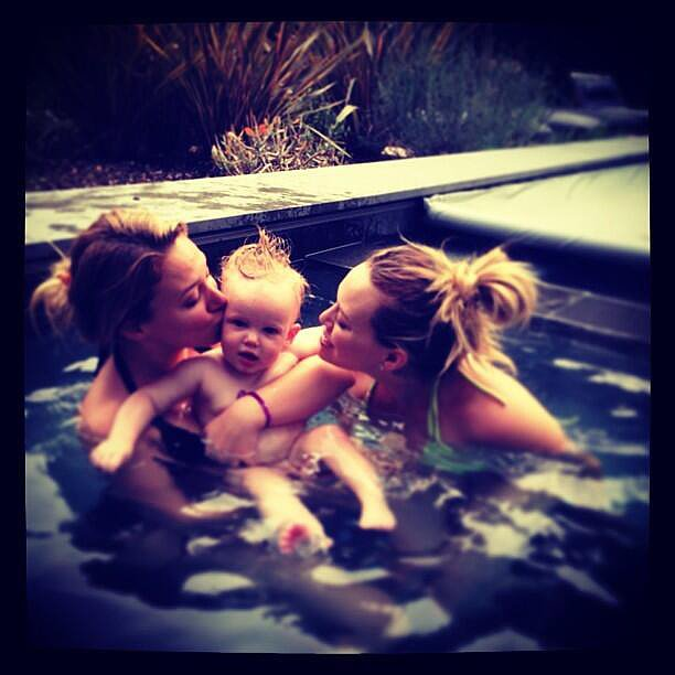 Hilary and Haylie Duff snuck kisses from lil Luca in the pool. Source: Twitter user HilaryDuff