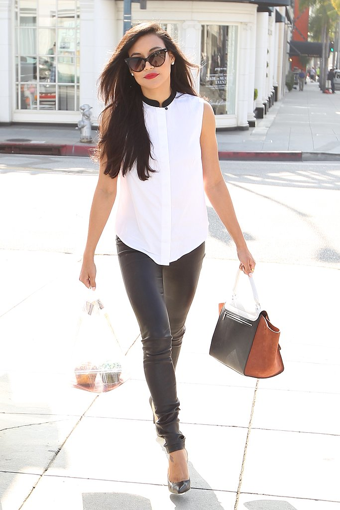 Glee's Naya Rivera showed off an edgy way to rock black and white during a day out in LA. She started with a white sleeveless blouse with a black contrast collar, then finished with black leather pants, black pointy pumps, dramatic cat-eye sunglasses, and an on-trend colourblocked bag.