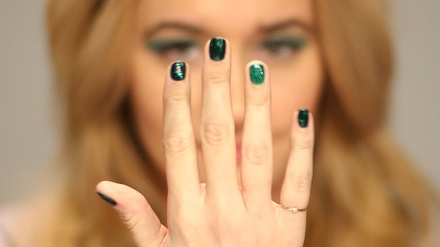 Watch How Shades of Emerald Can Make Your Eyes and Nails Pop
