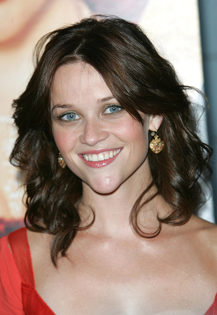 Reese arrived at the Vanity Fair premiere in 2004 with a brunette mane for her role as June Carter in Walk the Line. She complemented her darker hair with pastel green shadow and a warm pink flush on her lips and cheeks.