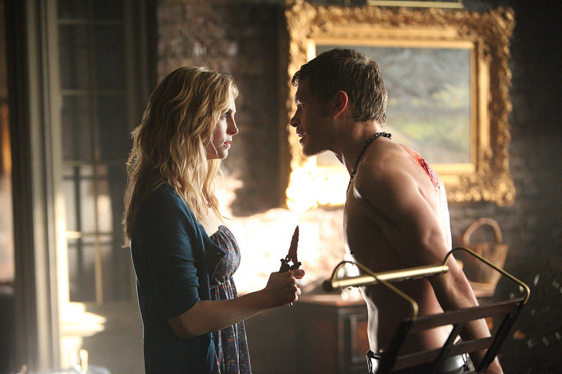 See Klaus Shirtless on The Vampire Diaries!