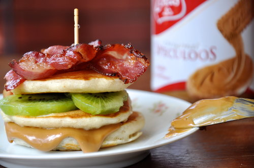 Mini Speculoos, Kiwi, and Bacon Pancake Stacks
