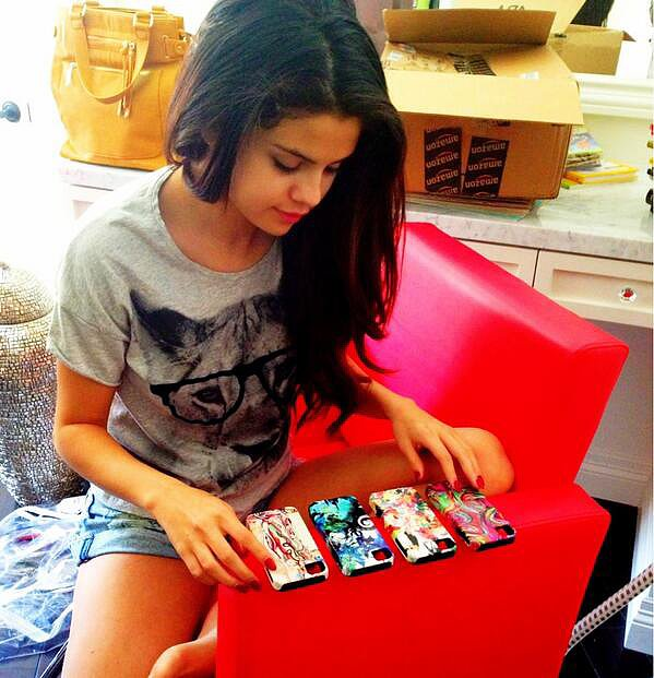 Selena Gomez tweeted her choice of phone covers. Source: Twitter user selenagomez