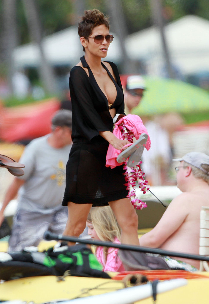 Halle Takes a Bikini Break With Olivier and Nahla in Hawaii