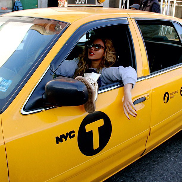 Beyoncé rocked a crimson lip and matching nails while casually driving an NYC yellow cab. Source: Instagram user baddiebey