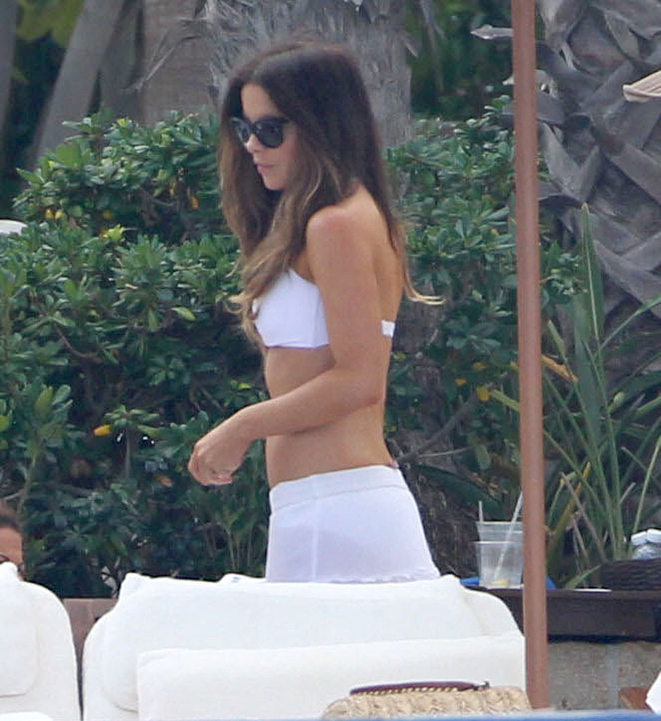 Kate Beckinsale Kicks Off a Bikini Vacation in Mexico