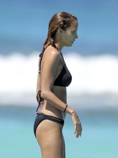 Nicole Richie prepared for a dive.