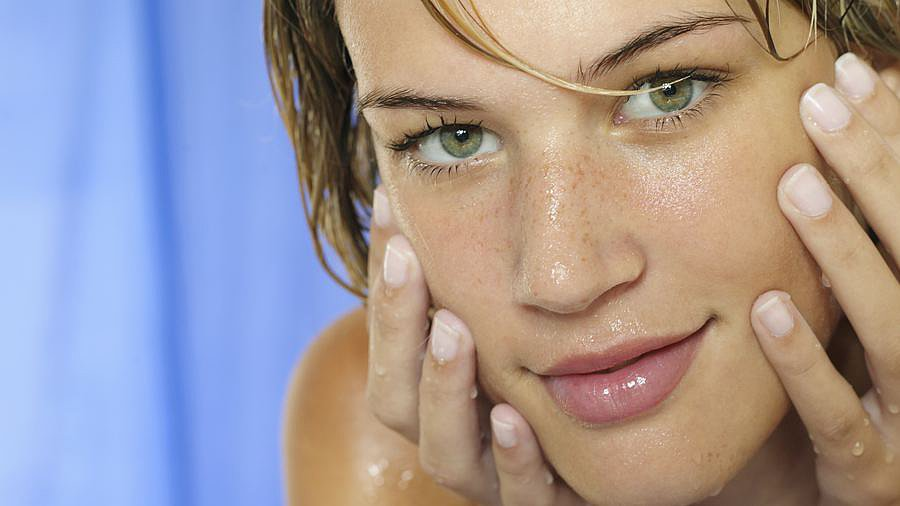 The Right Way to Wash Your Face For Clear, Glowing Skin