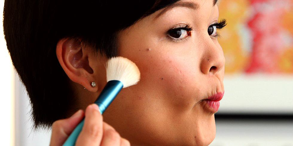 Slim Your Face in Seconds With Makeup