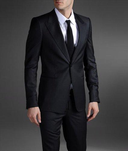 One-Button Suit With Peak Lapels