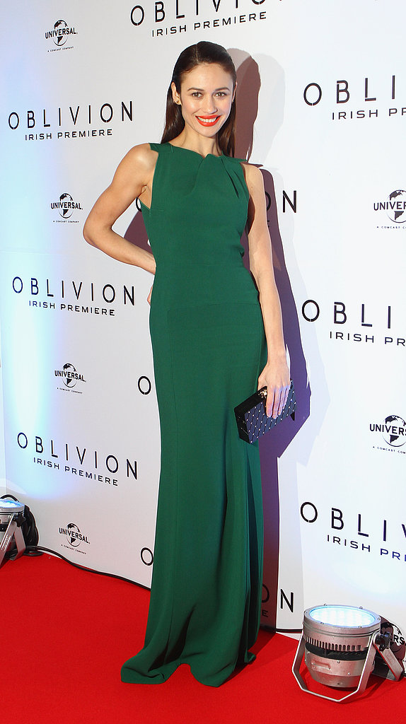 Olga Kurylenko hit the Oblivion promo-tour circuit this week, and this svelte green Roland Mouret gown was among her best looks. To polish off her stunning Dublin premiere look, she added a red lip and a textured black clutch.