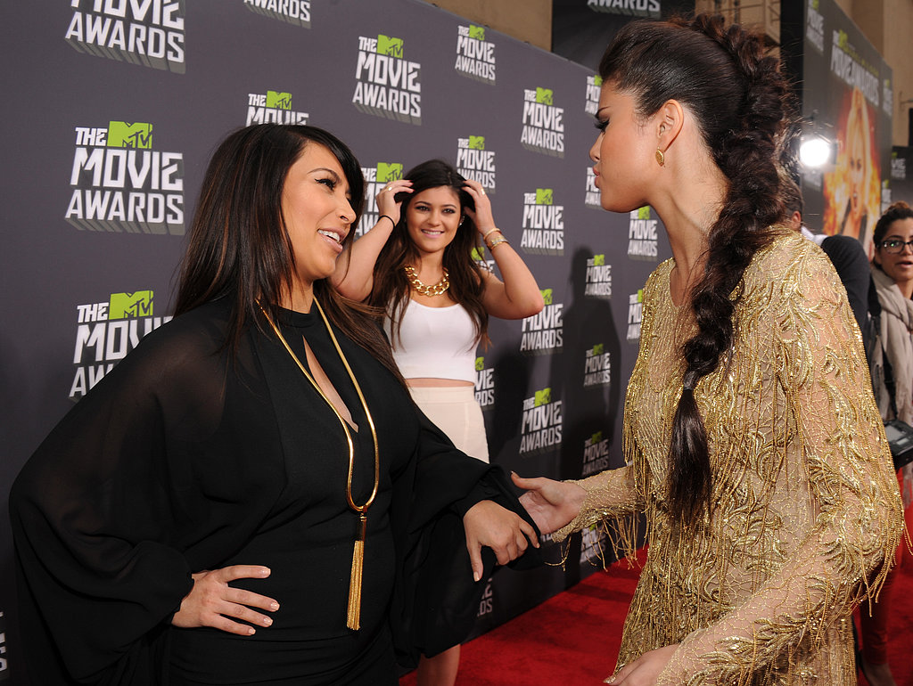 Selena Gomez chatted with Kim Kardashian on the red carpet at the MTV Movie Awards.