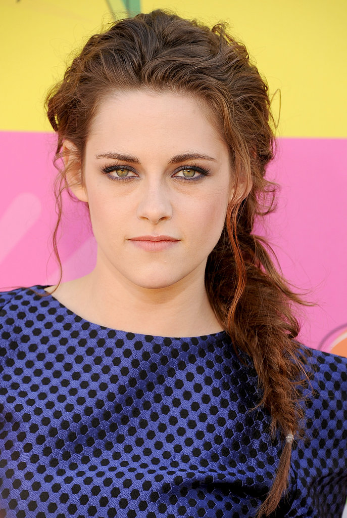 For this year's Kids' Choice Awards, Kristen coupled a tousled fishtail with a metallic smoky eye.