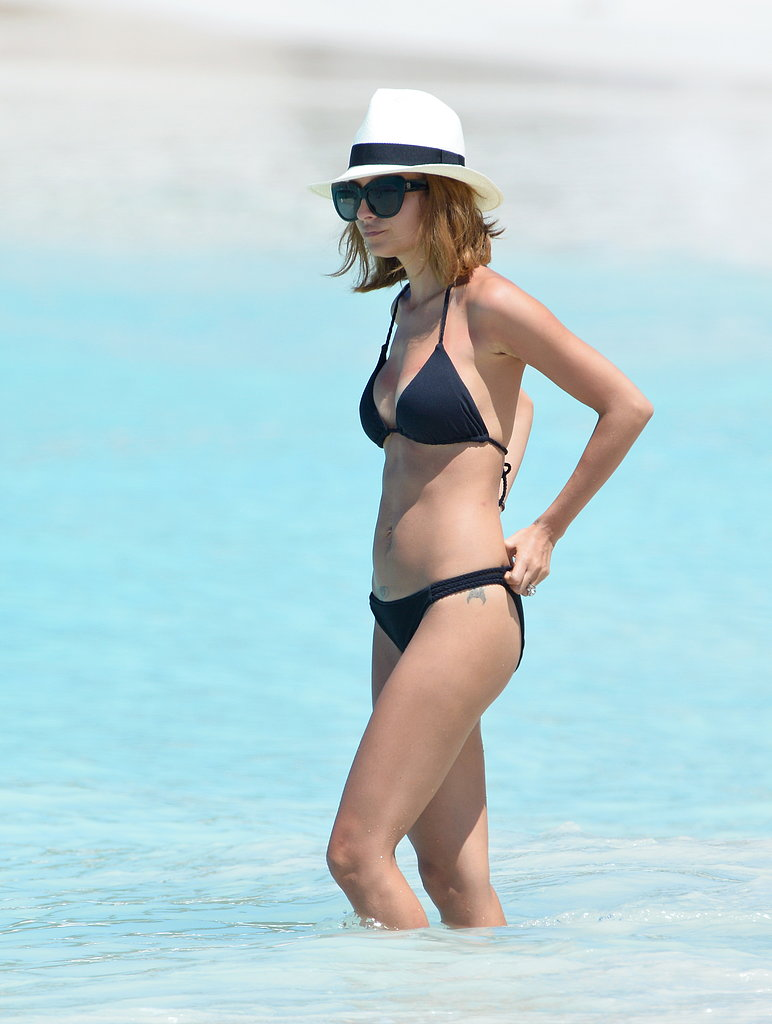 Nicole Richie wore a Panama hat and sunglasses.