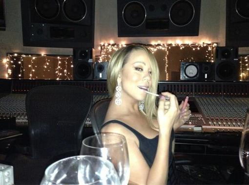Mariah Carey applied lip gloss in the recording studio. Source: Twitter user MariahCarey