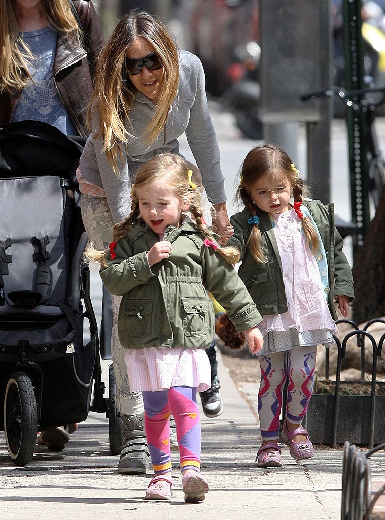 Sarah Jessica Parker walked with her daughters, Tabitha and Loretta, in NYC.
