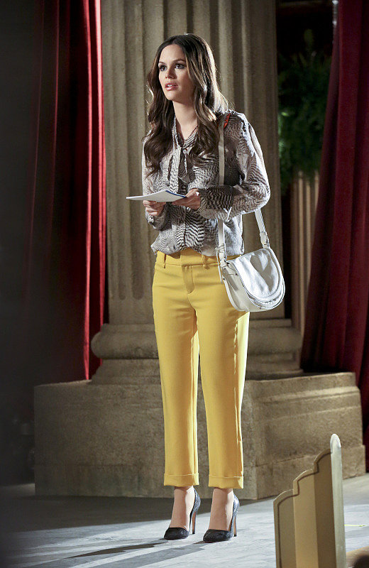 Zoe balanced her animal-print top with a pair of sunny cropped trousers and suede pumps. Pair these Alice + Olivia skimmers ($198) with this Jones New York blouse ($49, originally $89) to copy her Spring-ready style.