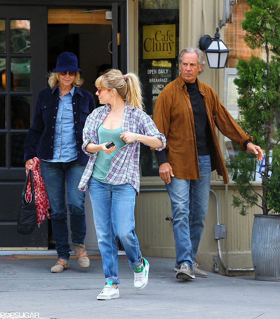 Sienna Miller took her parents out to lunch at Cafe Cluny in NYC.