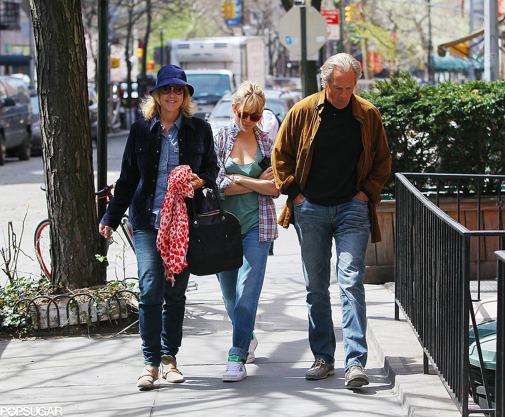Sienna Miller and her parents went for a stroll together in the Big Apple.