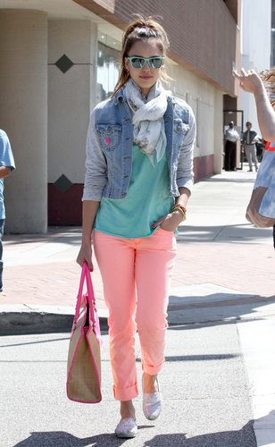 Jessica went back to the '80s, wearing a Jet by John Eshaya sweatshirt-sleeved denim jacket with coral J Brand jeans, a high ponytail, and turquoise shades in LA.
