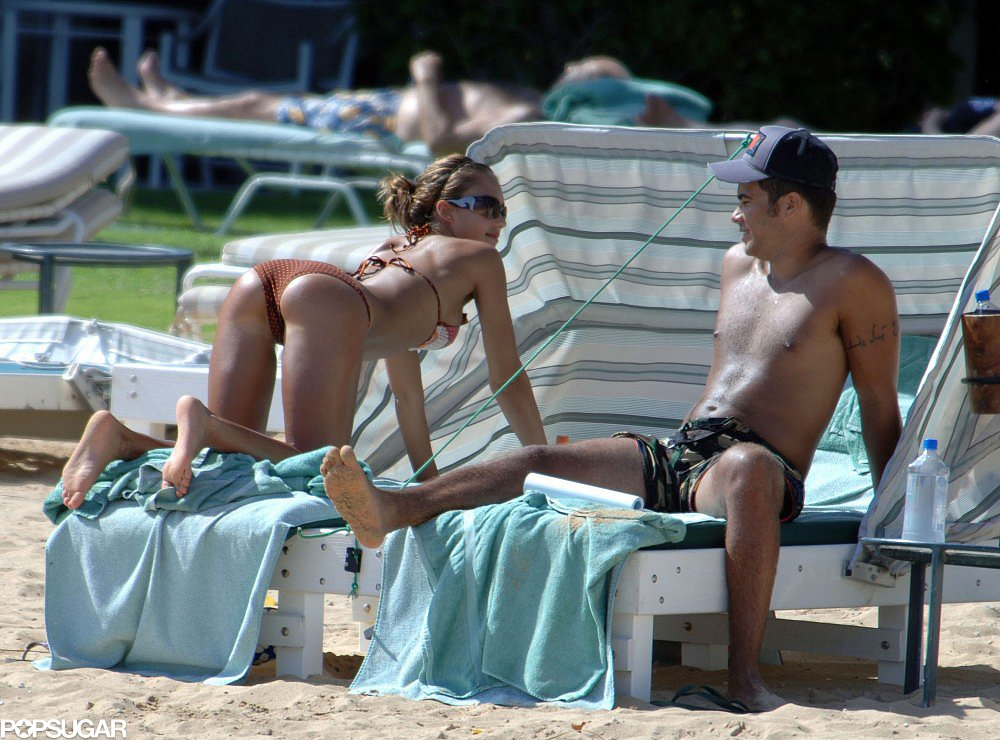 Jessica Alba showed off her derriere during a September 2005 trip to Hawaii to celebrate her engagement to now-husband Cash Warren.