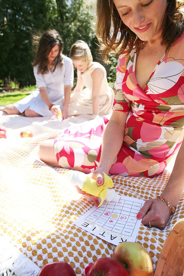 Country Picnic Photo by A Simple Photograph via Style Me Pretty