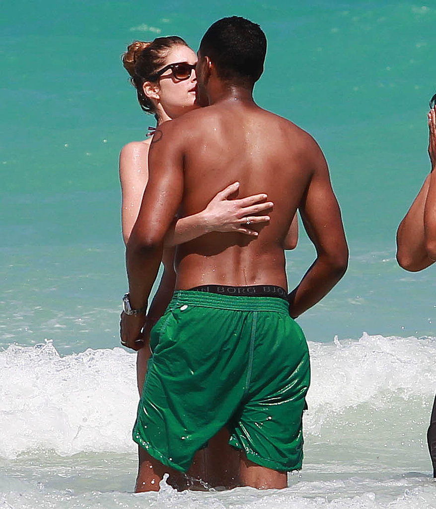 Doutzen Kroes kissed her husband, Sunnery James.
