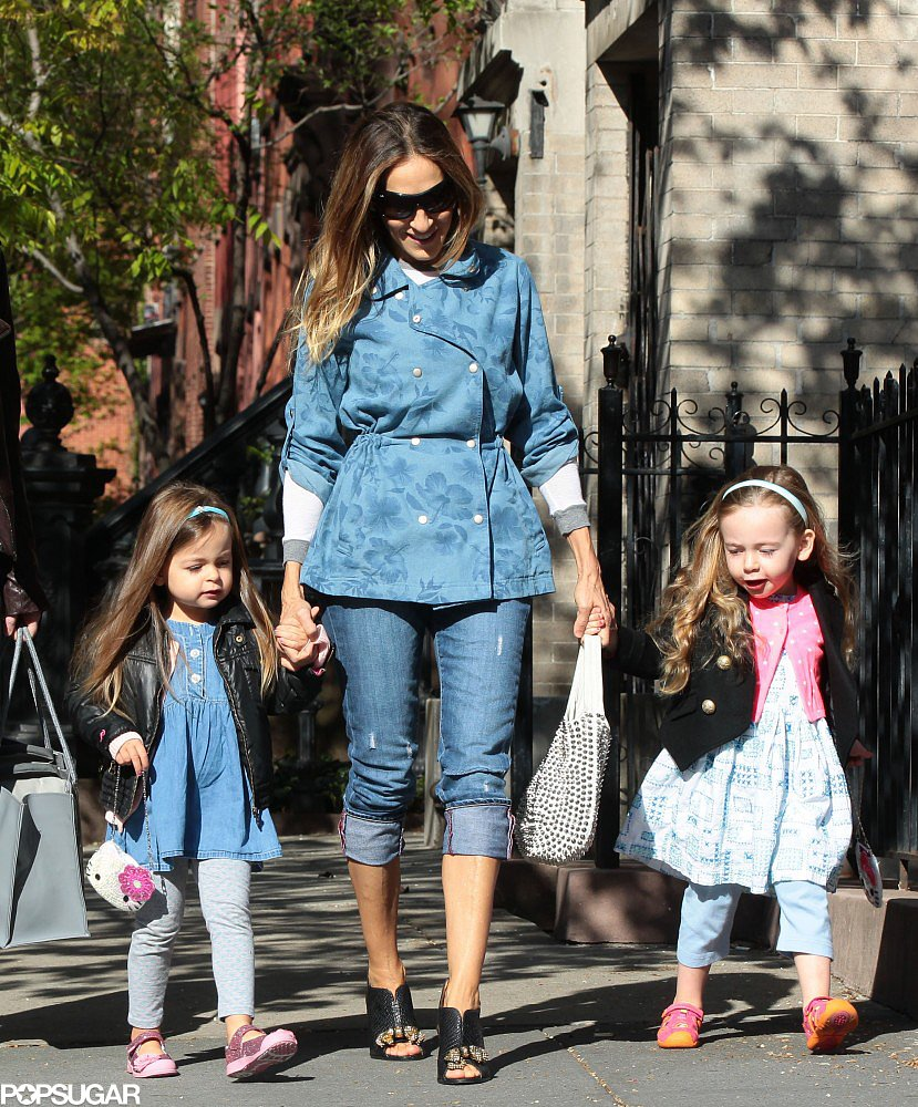 Sarah Jessica Parker held onto her twins, Tabitha and Loretta, while walking in NYC.