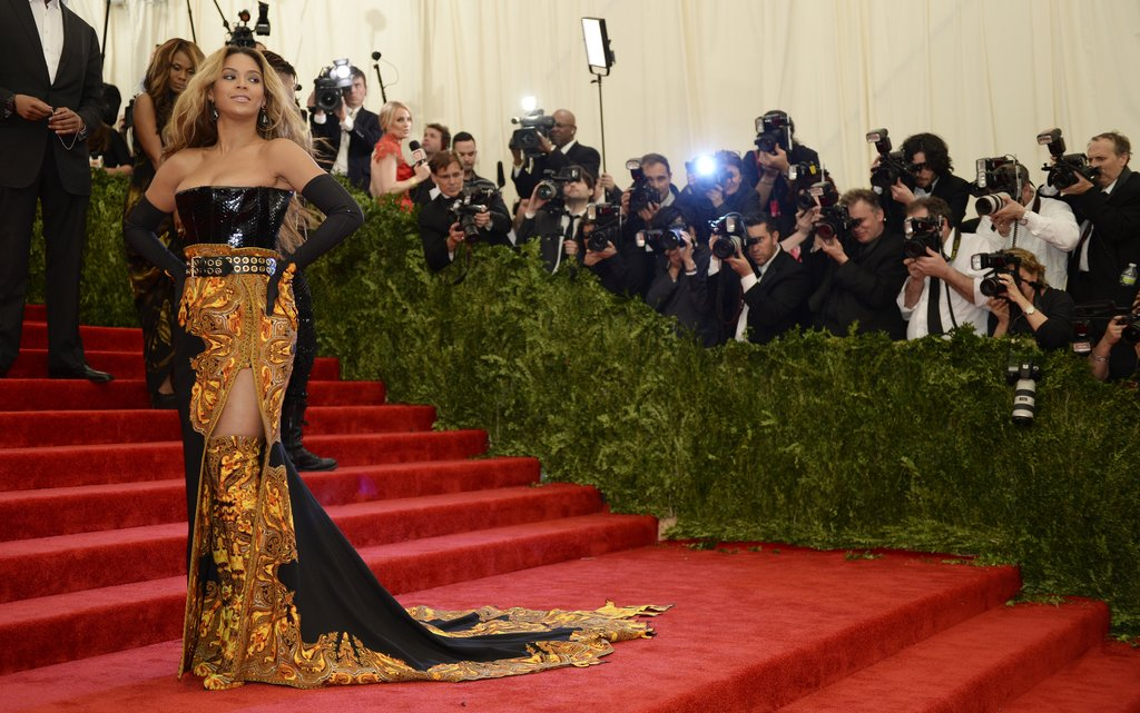 All hail Queen Bey — Beyoncé showed off her look on the stairs.