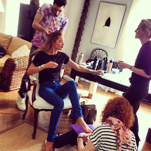 Doutzen Kroes was surrounded by her glam squad while getting ready for the night's festivities. Source: Instagram user doutzenkroes1
