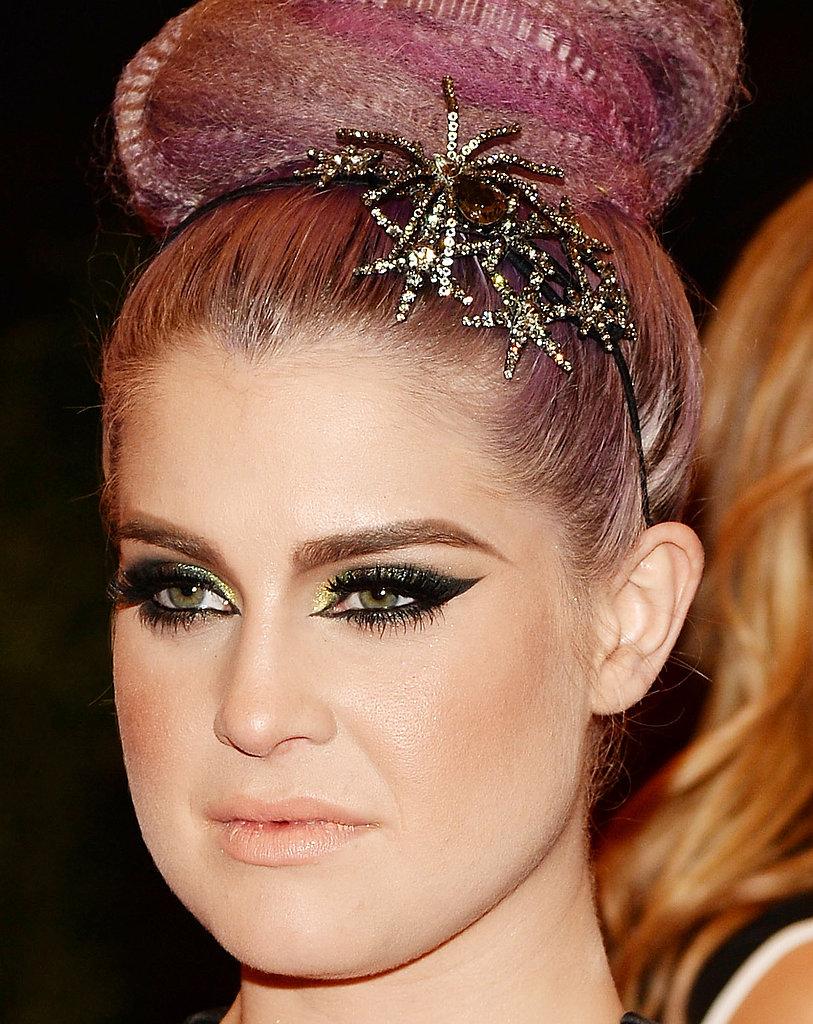 Kelly Osbourne wore a glimmering headband.