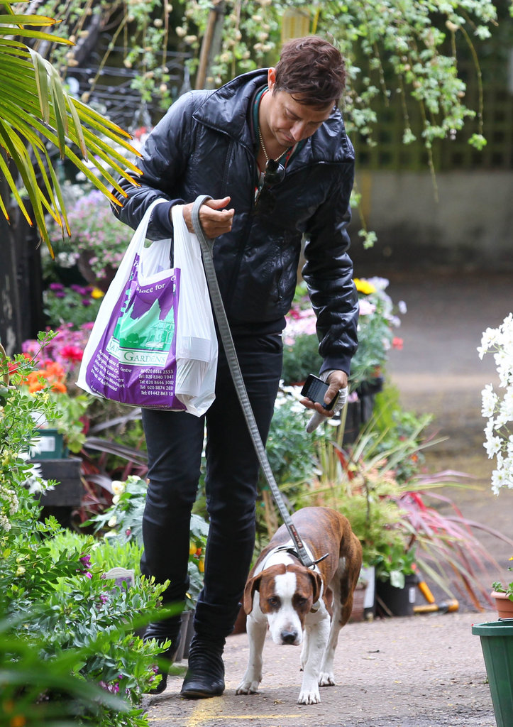 Jamie Hince took on the dog duties despite looking injured.