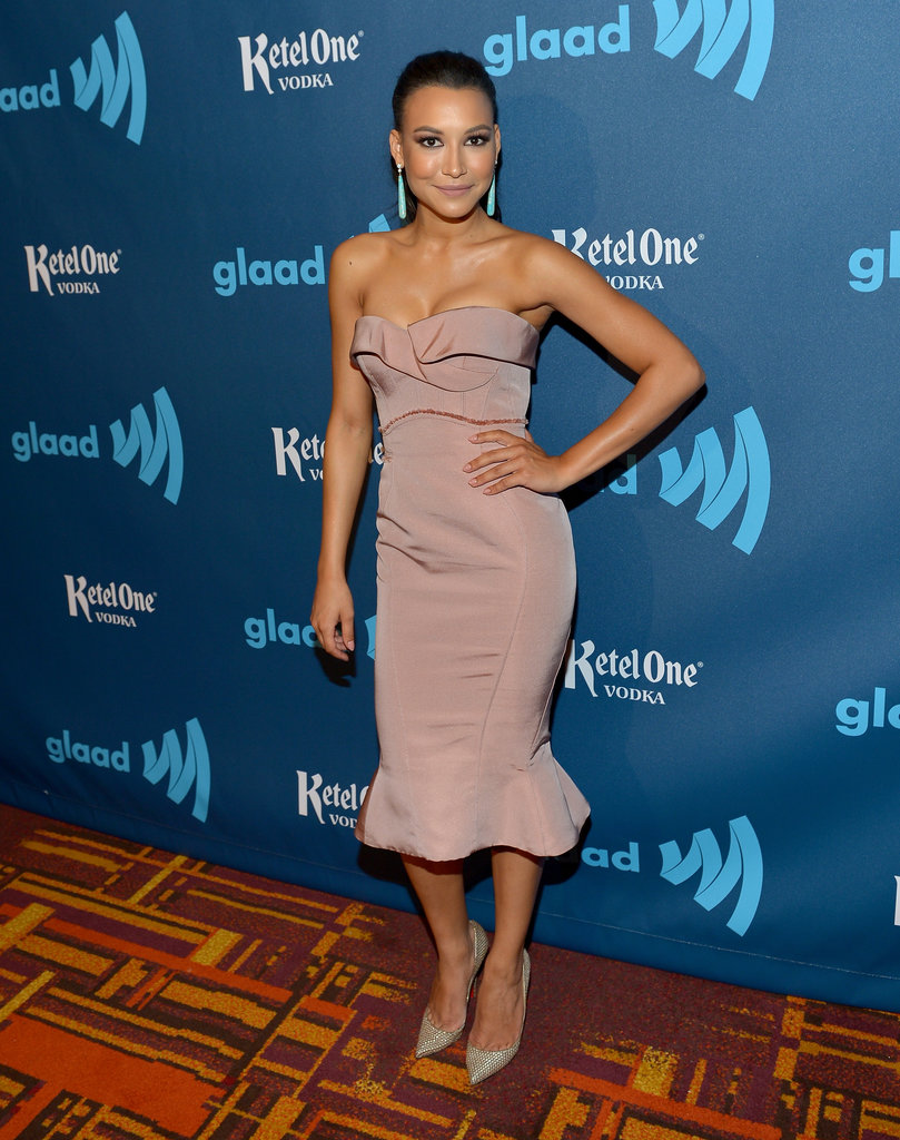 The ruffled hemline on Naya Rivera's dusty rose Zac Posen dress is darling. We appreciate the addition of green earrings, too. Re-create this sassy pairing for a glamourous evening affair.