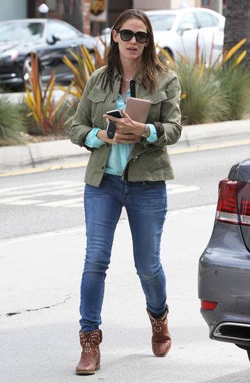 Jennifer Garner wore an army coat.