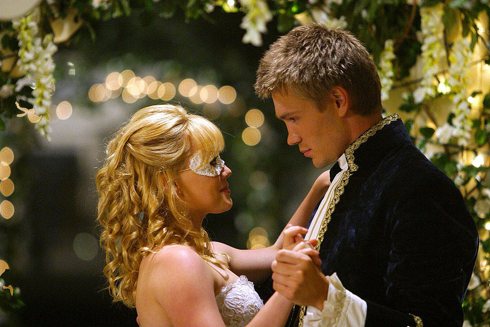 Princes make great — and seriously sexy — pen pals. A Cinderella Story's Sam (Hilary Duff) seriously lucked out with Austin (Chad Michael Murray).