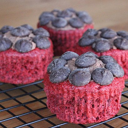 Healthy, Low Calorie Red Velvet Cupcakes