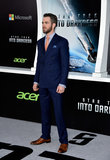 Chris Pine wore a blue suit.
